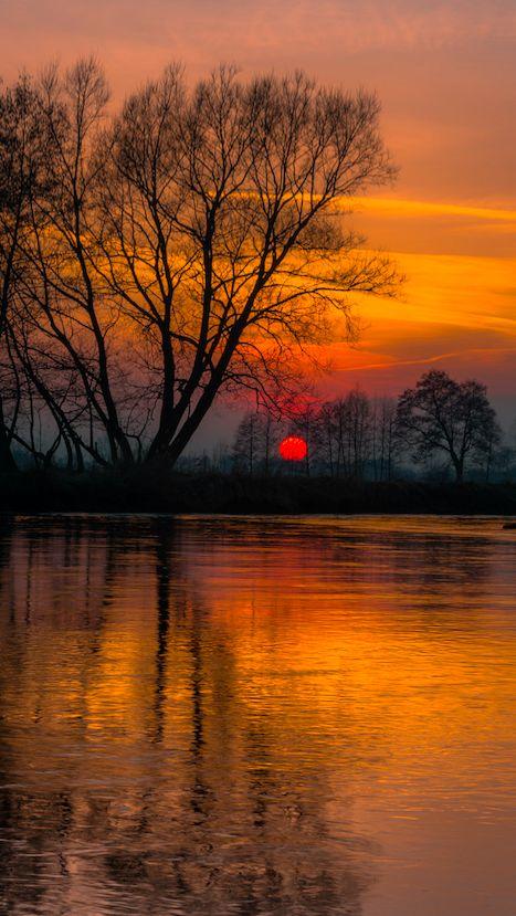 River Wieprz at sunset in Bykowszczyzna, Lublin, Poland • photo: Piotr Fil on Flickr