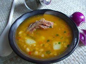 CIORBA DE FASOLE CU COSTITA AFUMATA - Edith's Kitchen