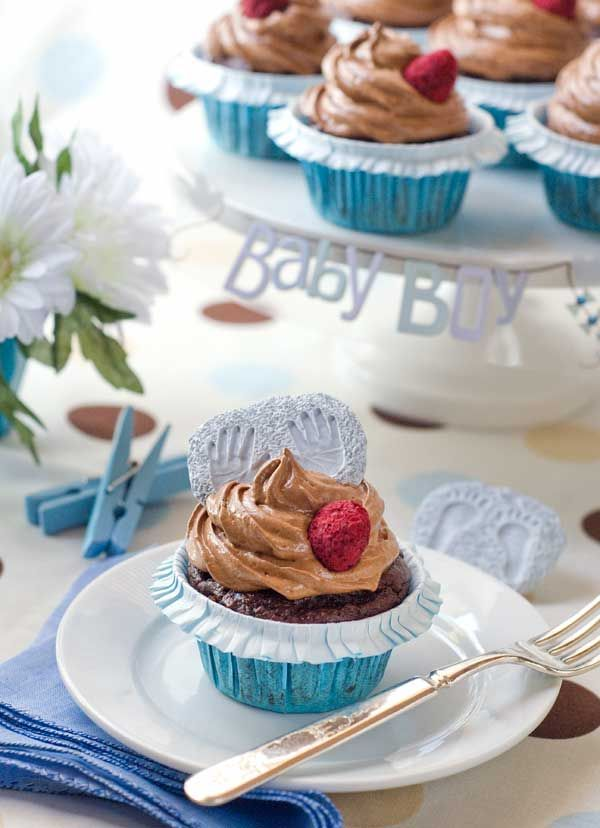 Gluten-Free, Refined Sugar-Free Chocolate Raspberry Cupcakes (even that beautiful frosting is done without sugar, I'm impressed!)Gluten Free Recipe, Gluten Free Desserts, Chocolates Raspberries, Cupcakes Recipe, Chocolates Cupcakes, Irresistible Gluten, Glutenfree, Free Chocolates, Raspberries Cupcakes