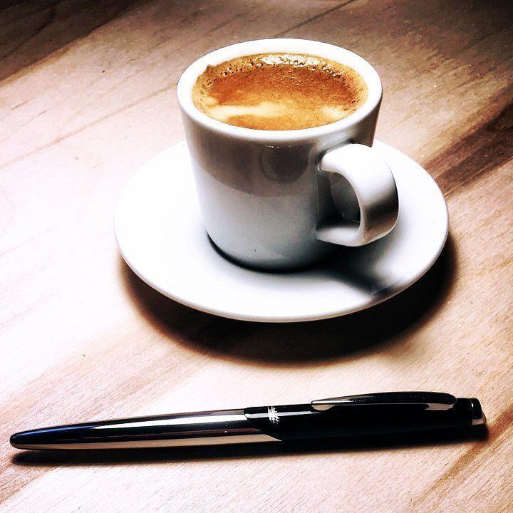 Znalezione w starej szufladzie pióro. #elegant #coffe #minimalism #mydesk #desktop #coffe