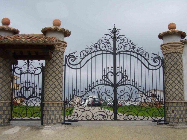 Cancello in ferro e portoncino