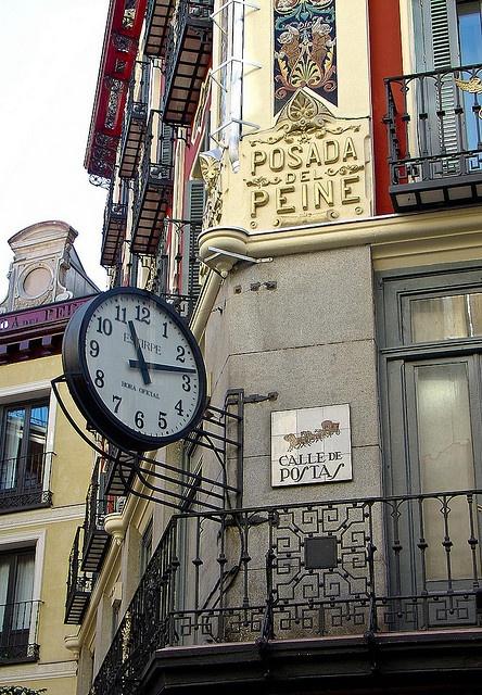 La antigua Posada del Peine en la calle de Postas.