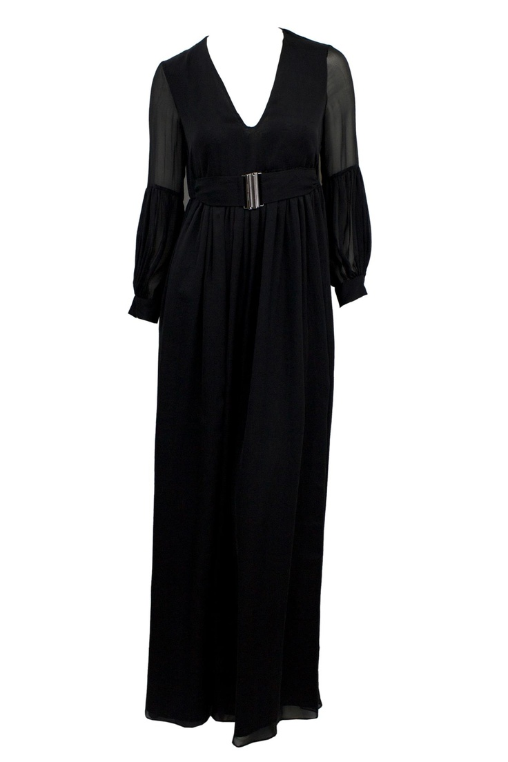 A black evening dress is a classic but it never goes out of style! This Pierre Balmain creation presents a belt that blends perfectly with the dress. #MarinaMall #Gbmoda #blackdress #fashion