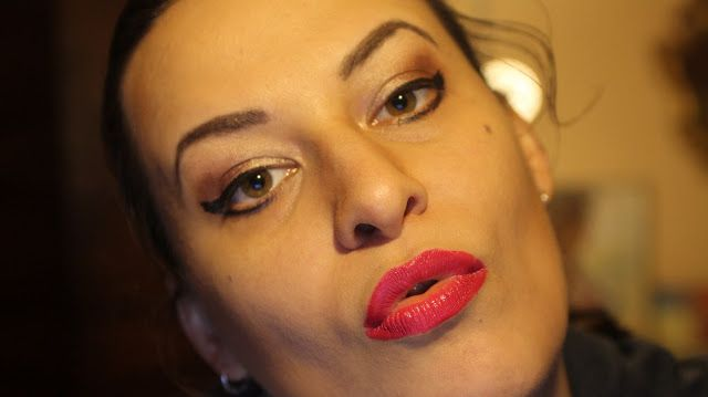 lifestyle: Smokey Eyes, Red Lips, Makeup