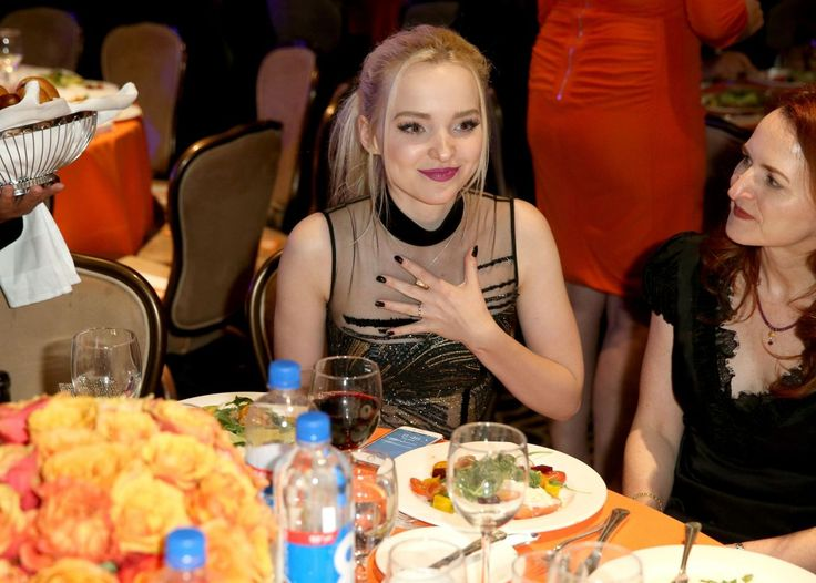 Dove Cameron // 2016 Race To Erase MS Gala I bet Dove mom is so proud of her Daughter marrying Ryan dove mom is so pretty