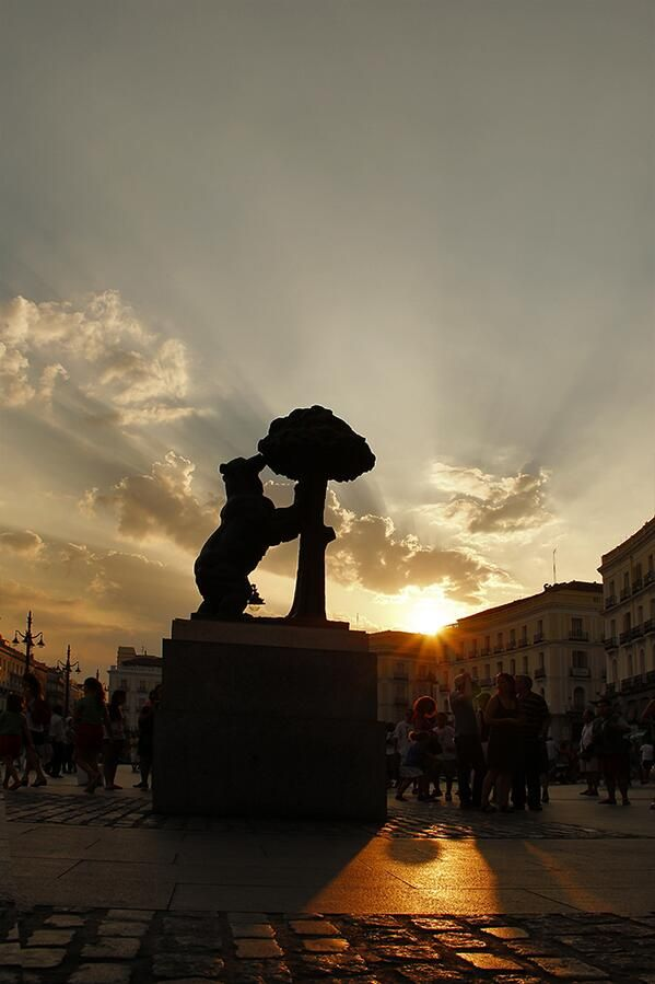 Puerta del Sol: The central plaza of Madrid. The bear statue.