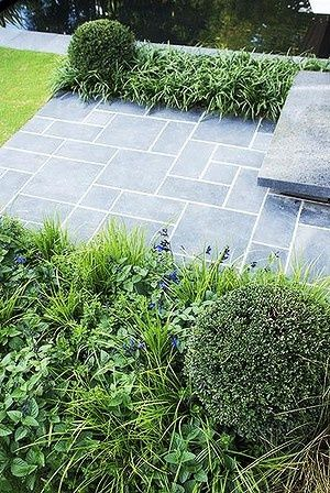 Ashlar pattern paving suits both traditional and modern designs..