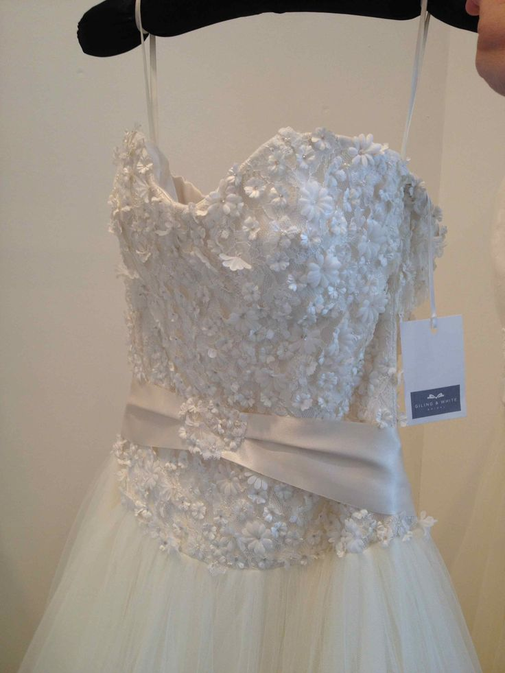 Giling and White Bridal. Sassi Holford. Bluebell.