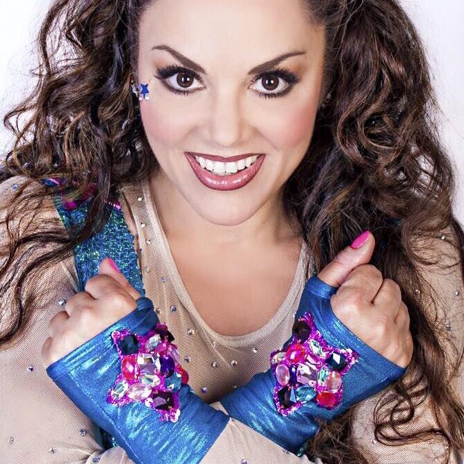 Tatiana Palacios Chapa, mejor conocida como solo Tatiana o La Reina de los Niños, es una cantante y actriz mexicana que ha sido nominada para 5 premios Grammy por Mejor Álbum de Niños y ha vendido más de 9 millones de discos.    Tatiana comenzó su carrera como cantante pop y también como actriz de musicales, ganó también el certamen El Rostro del Heraldo de México y así continuó hasta 1995 donde comenzó con su etapa de artista infantil. Desde entonces, su carrera se volvió más exitosa…