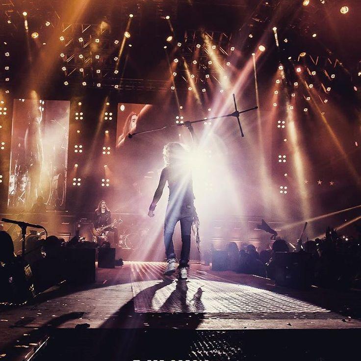 Volviendo a la realidad.. gracias a vos que estuviste ahi.. Sos el relampago que brilla esta noche. ⚡⚡⚡⚡⚡