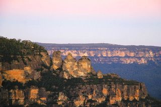 Blue Mountains - The 3 Sisters at Sunset