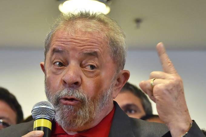 O ex-presidente Lula realiza pronunciamento em São Paulo (SP)