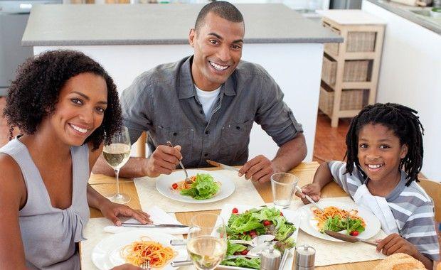 Incluir assados e grelhados na refeição, variar o menu semanal e não pular o café da manhã estão entre as dicas