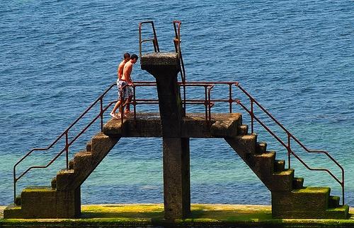 8 - 4 juin 2009  Saint-Malo L'après-midi, depuis les remparts Piscine d'eau de mer Plongeoir = Diving board