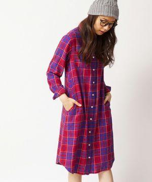 赤チェックのシャツワンピースはニット帽と合わせてあったか♡秋冬ファッションに取り入れたいシャツワンピースコーデ♡