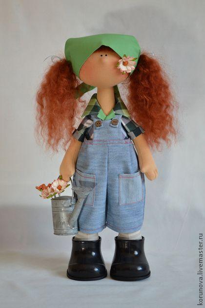 Bonecas colecionáveis feitos à mão. Mestres Fair - Textile jardineiro boneca artesanal. Handmade.