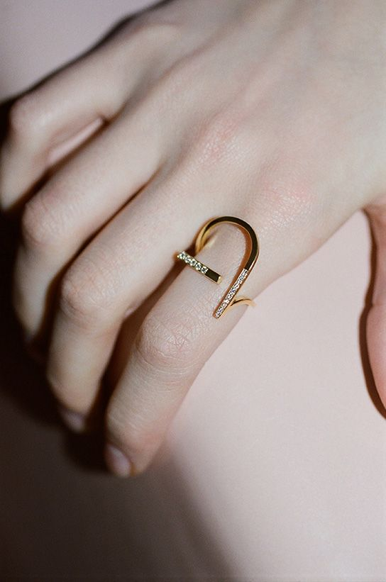 Collection II is the next chapter in the design evolution of KOVA. A wave of sinuous lines that brings a freshly feminine dimension to the trademark, gender-neutral KOVA look. The collection incorporates both values of unabashed modernity and classical codes of timelessness – a relevant combination to cement this young fine jewellery brand ́s fashion …