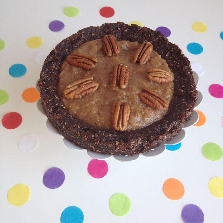 Raw chocolade caramel pecan taart http://wateetjedanwel.nl/raw-chocolade-caramel-pecan-taart/