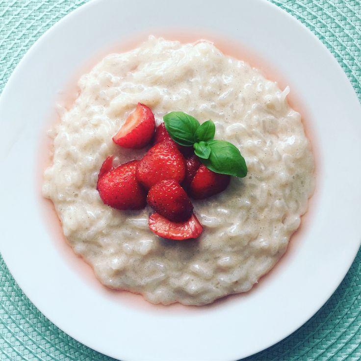 Einfache, schnelle und vor allem kalorienarme Alternative zum herkömmlichen Milchreis, auch als vegane Version möglich: Low Carb Konjak Milchreis