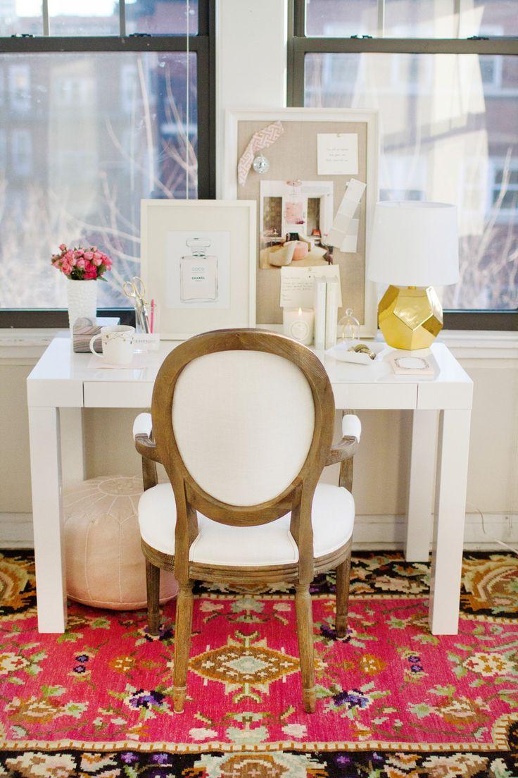 #Simple white #desk. #EffortlessChic #Decor