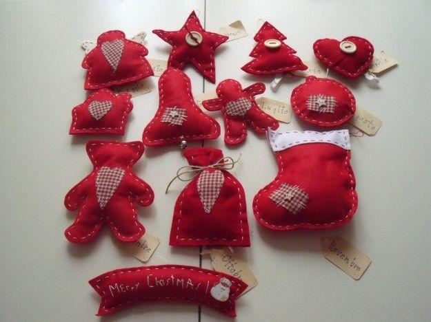 Decorazioni rosse in pannolenci per Natale