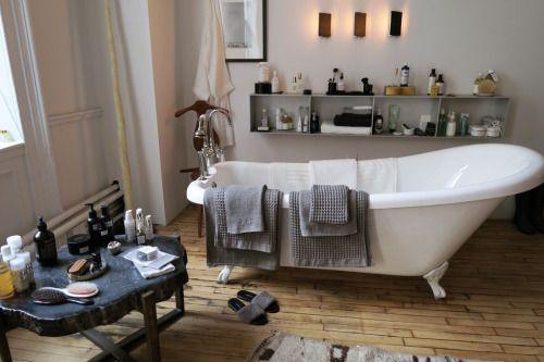 Bathtub goals #atpatelier #atpatelierspaces #bathtub #wooden #floors