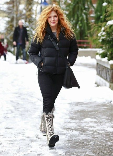 Rachelle Lefevre - Rachelle Lefevre Shopping At Sorel In Whistler
