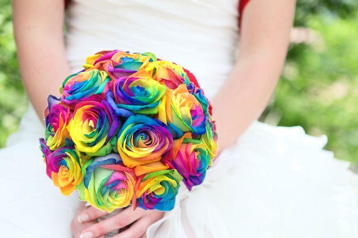Bruidsboeket regenboog rozen http://www.regioboeket.nl/boeketten/bloemen/trouwen/bruidsboeket-rainbow-colours