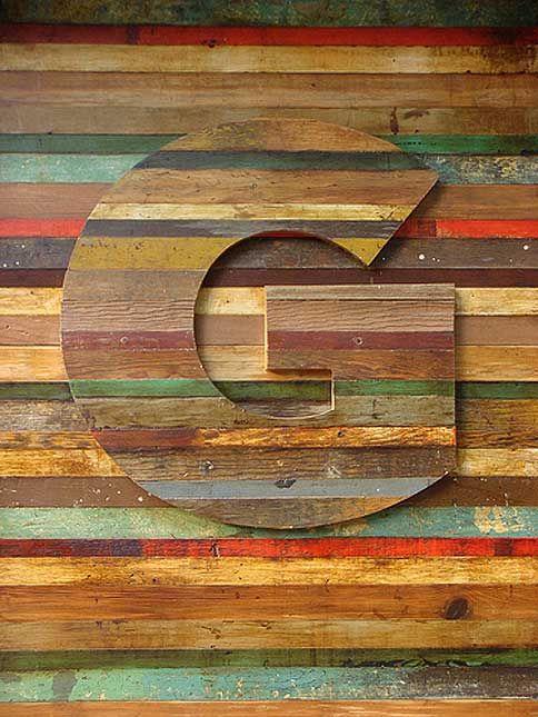 lettre G en bois rayé
