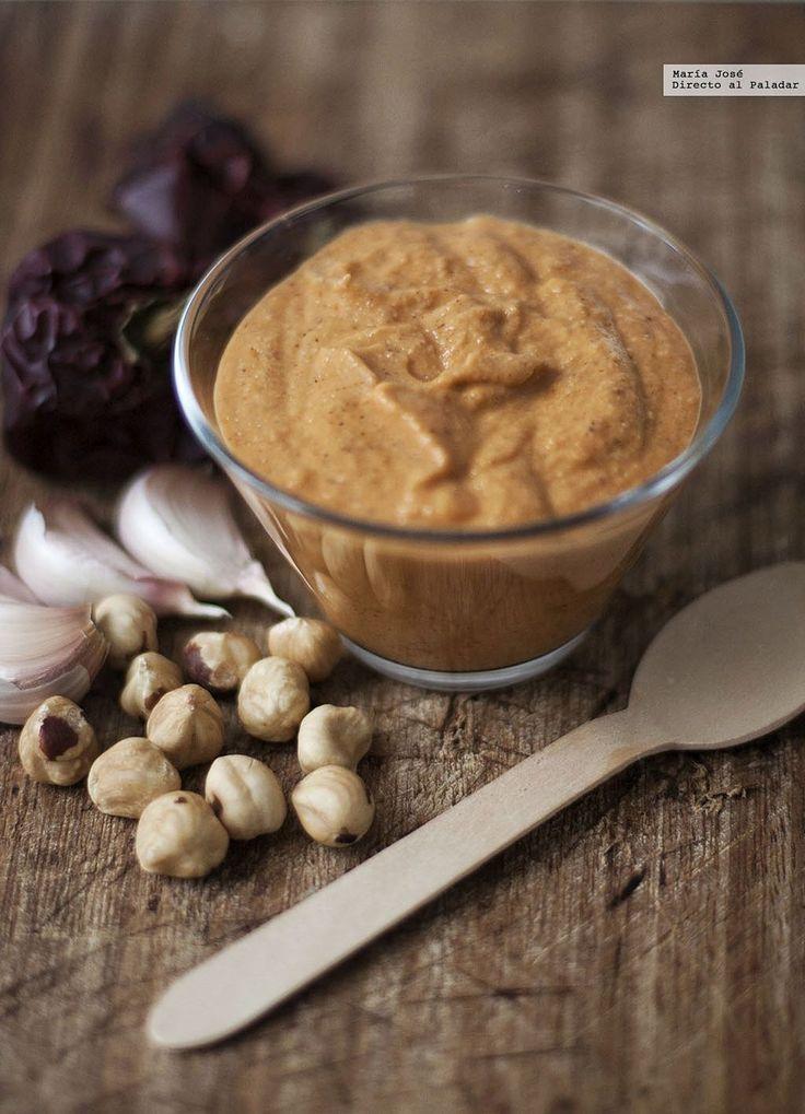 Te explicamos paso a paso, de manera sencilla y para Thermomix, la elaboración de la receta de salsa romesco. Ingredientes, tiempo de elaboración