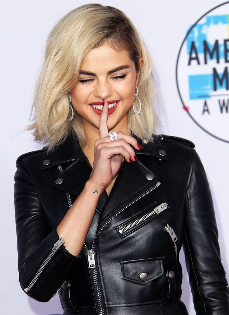 Selena Gomez attends the 2017 American Music Awards, November 19th