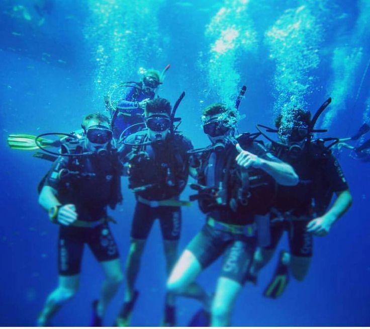Making bubbles with the boys @dale.ph #crystaldive #kohtao #thailand #scuba #diving #scubadiving #padi #underwater #regram #follow #travelgram #wanderlust #goodtimes #openwater #travel #adventure #backpacking #adventuretravel #instatravel #wow #cool #Awesome #life #beforeidie #onceinalifetime #makingbubbles #blue #boys