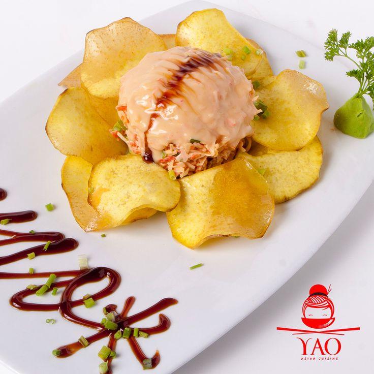 Nuestro Tarabagani es una delicia de Tartar de Spicy King Crab, Ajonjolí con una jugosa Salsa de Miel y Anguila, acompañada de crujientes Bataticas Chips. #Chips #Japon #VenParaYAO