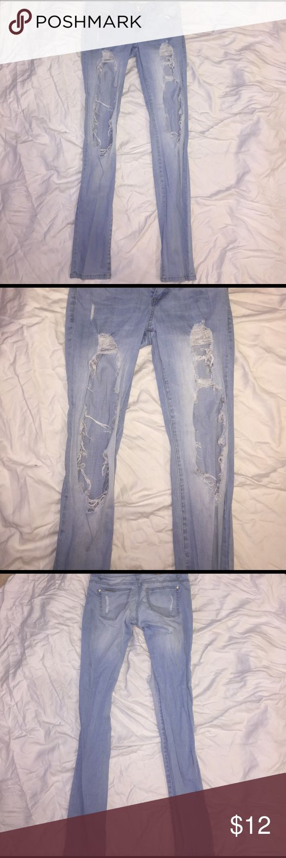 Light Blue Skinny Jeans w/Distressed Cut-Out, 3 Excellent condition. Worn twice. Celebrity Pink Jeans Skinny