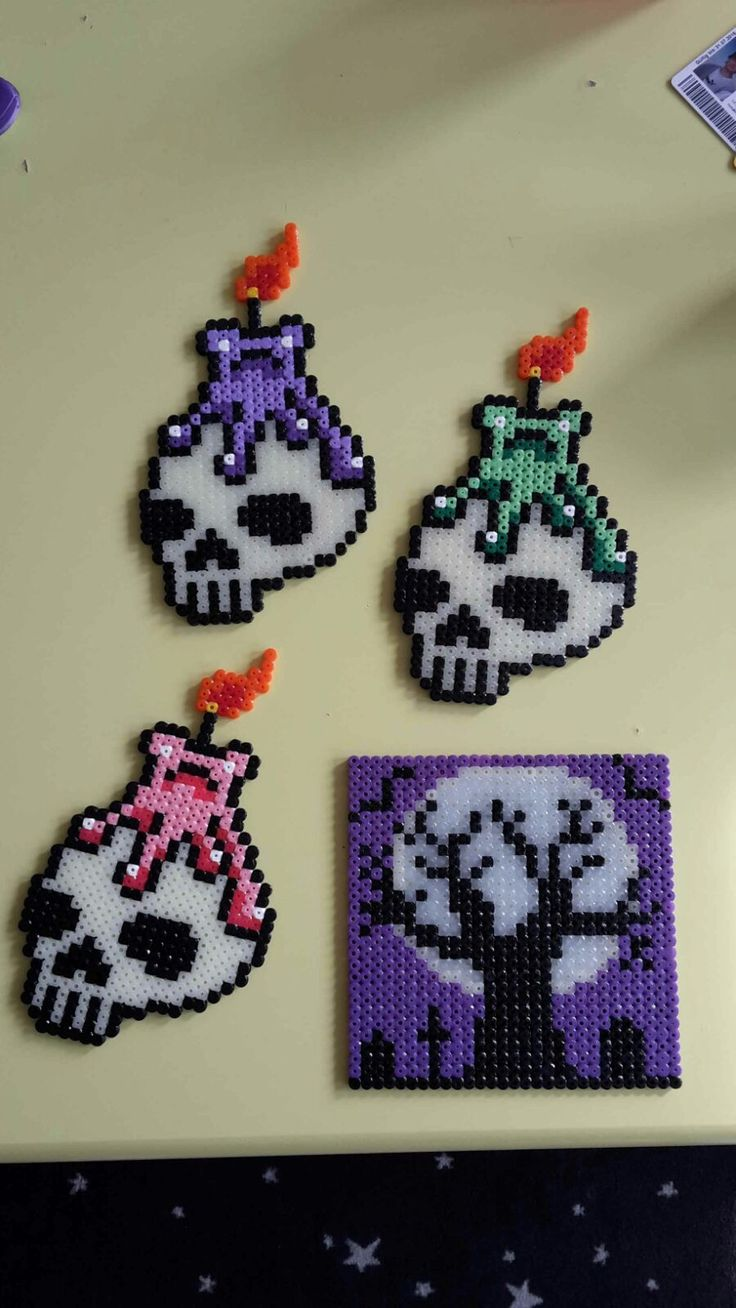 hama perler beads skulls/glowing in the dark/by bianca jung