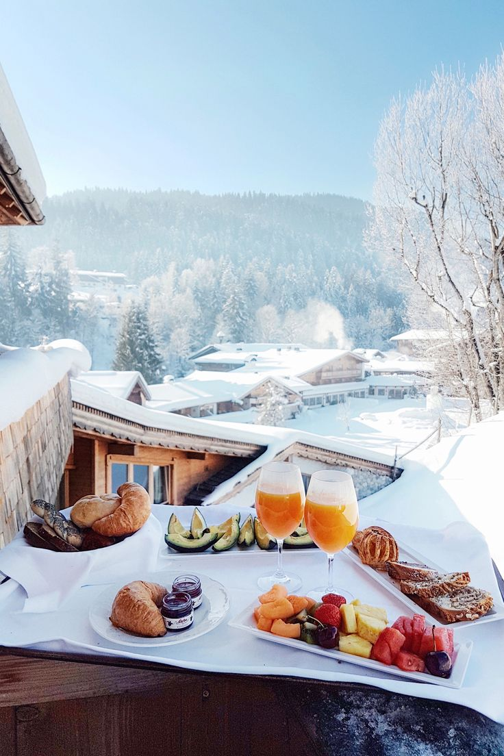 Breakfast in the snow in winter at the Stanglwirt | Kitzbühel, Austria: http://www.ohhcouture.com/2017/02/stanglwirt-kitzbuehel-austria/ | #ohhcouture #leoniehanne