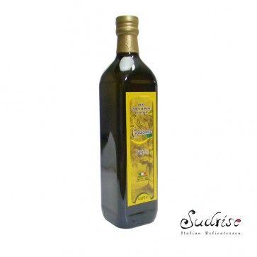 #Colatura #di #alici è un salsa di pesce italiano a base di acciughe, dal piccolo villaggio di pescatori di Cetara. La salsa è un trasparente, color ambra.
