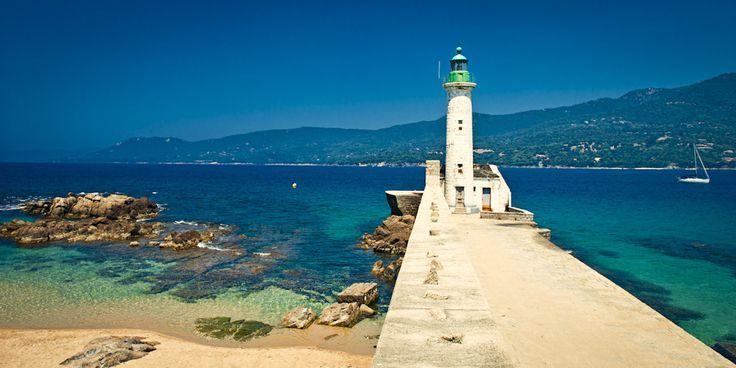 Het pittoreske havenstadje #Propriano. Het stadje beschikt over een jachthaven en mooie stranden en baaien aan de Golf van #Valinco. #Corsica