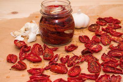 Rosii uscate in ulei sunt perfecte pentru aperitive sarate, saratele, chec-uri sarate sau briose.