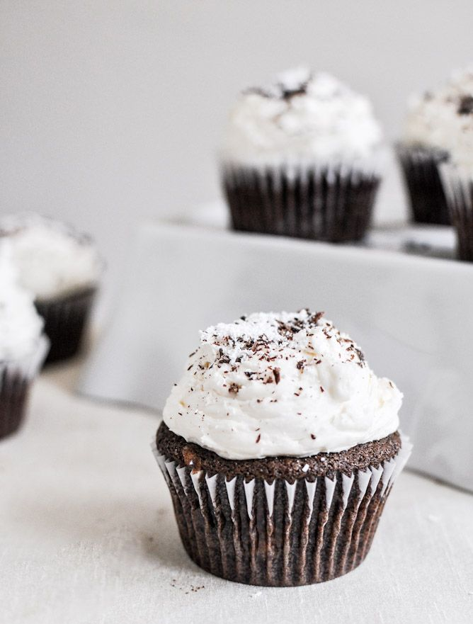Kahlua and Cream Double Chocolate Chunk Cupcakes: Double Chocolates, Cream Double, Chunk Cupcakes, Sweet, Cupcake Recipes, Cream Cupcakes, Chocolates Chunk, Chocolates Cupcakes, Kahlua Cupcakes