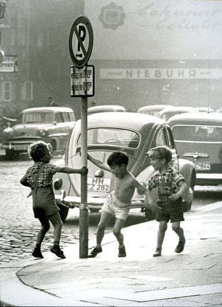 Kids playing in the streets of Hamburg, Germany (1963)