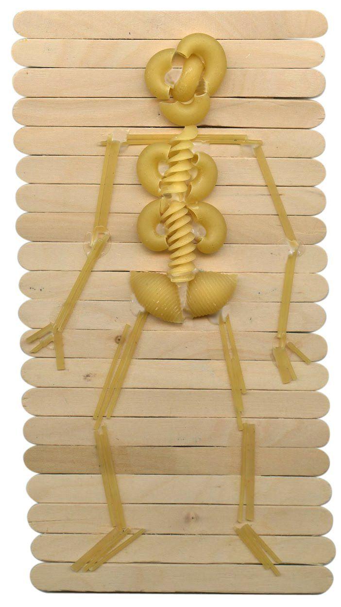 Esqueleto feito com macarrão!