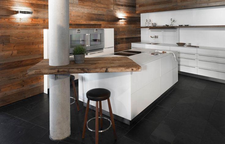 edle wei e k che mit altholz haus pinterest design. Black Bedroom Furniture Sets. Home Design Ideas