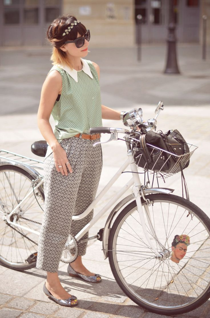 Valentine does Parisian cycle chic so well. And where can I get a Frida Kahlo spokescard!