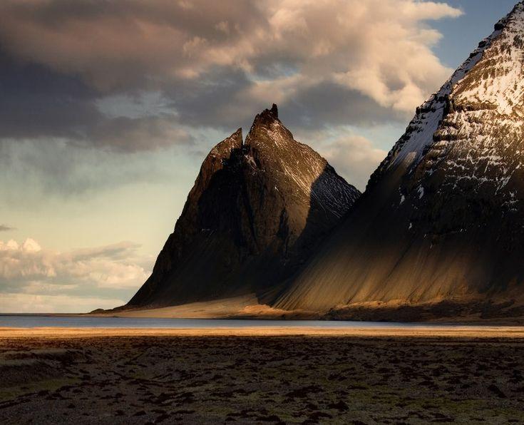 """""""Fired in Gold"""" von Maciej Makowski: Dieses Foto entstand im Südosten Islands..."""