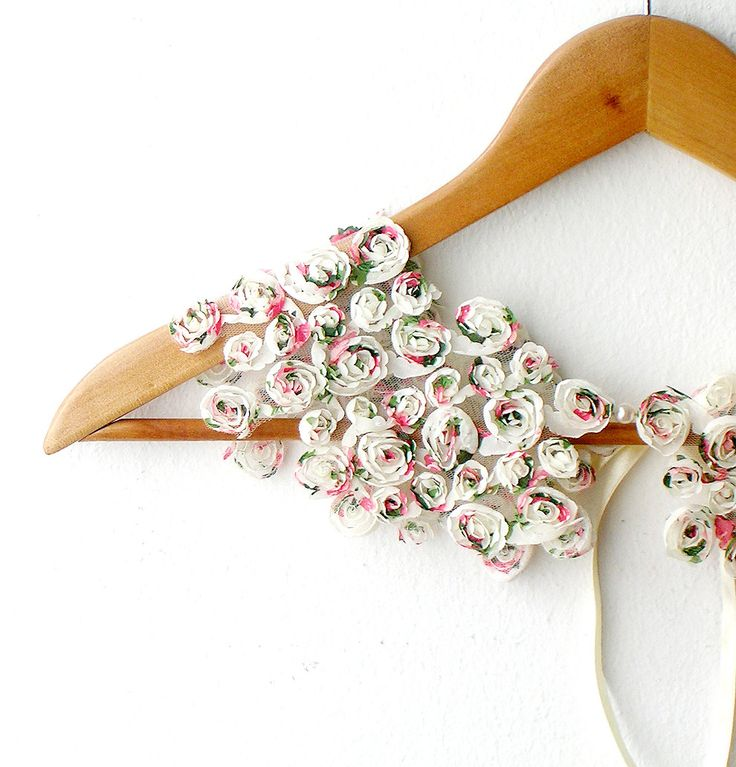 ✕ Just lovely… / #floral #collar #accessories #style #summer: Floral Collars, Peter Pan Collars, Collars Accessories, Pretty Things, Diy Accessories, Rose Detached, Nests Pretty, Clothing Inspiration, Fabrics Flowers