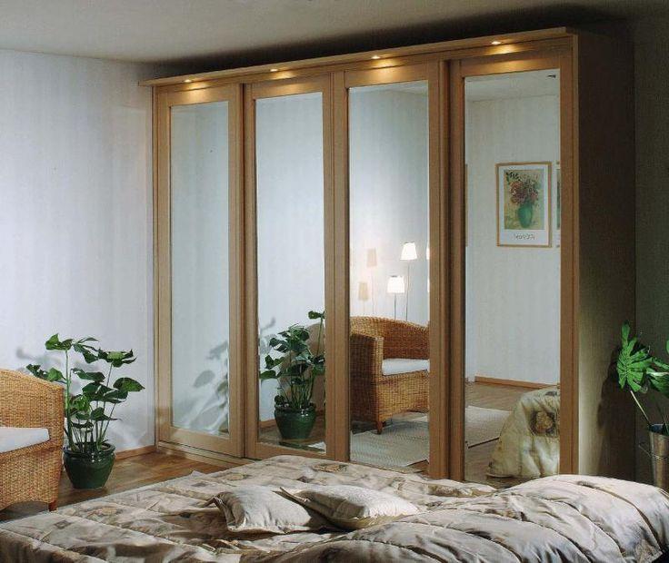 Koivunvärinen Oberon peililiukuovi kirkkaalla peilillä ja fasettihionnalla. #liukuovet #makuuhuoneenkaappi #vaatekaappi