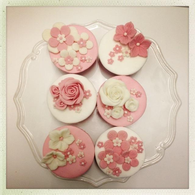Pink & white flowery cupcakes