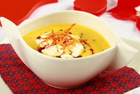 Zupa rybaka z grzybową nutą i olejem z dyni - przepis z portalu przepisy.pl