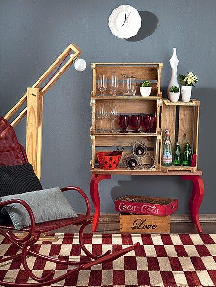 Para criar um bar, a Move Móvel juntou os pés de compensado avulsos à base de madeira e mais quatro caixas